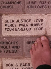 barefoot_prof